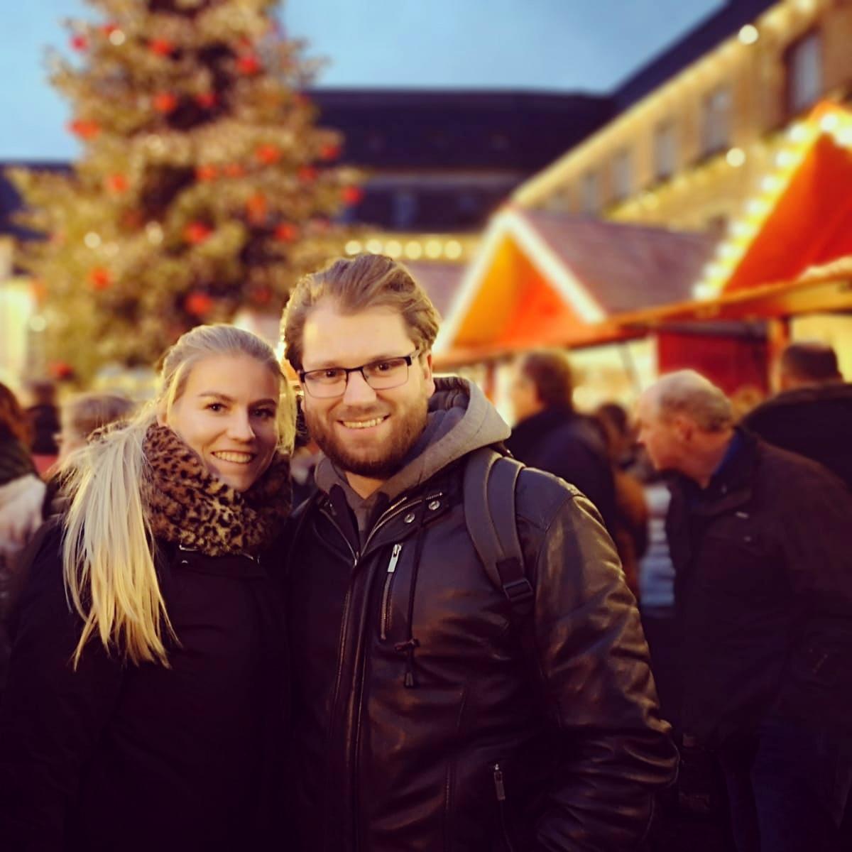 Laura en Jurriën op de kerstmarkt